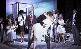 Ženit se, či neženit? To je, oč běží v Divadle v Dlouhé.